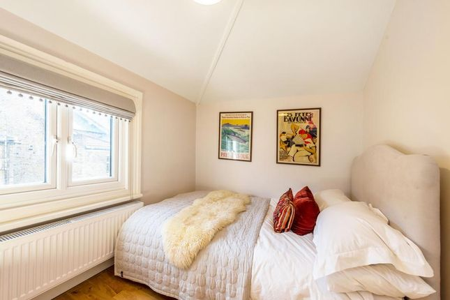 Second Bedroom of Crewdson Road, London SW9