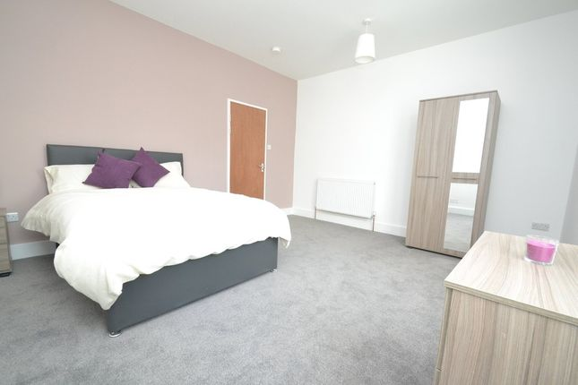 Thumbnail Room to rent in Landseer Avenue, Bramley, Leeds