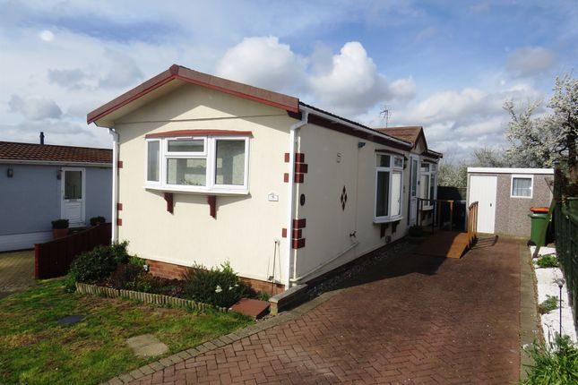 Thumbnail Mobile/park home for sale in Castle Hill Road, Totternhoe, Dunstable
