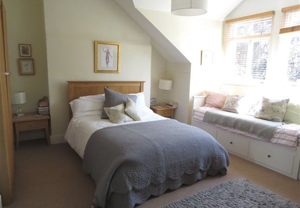 Flat to rent in The Gardens, London