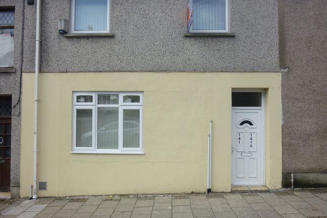 Thumbnail Maisonette to rent in Oxford Street, Pontycymer, Bridgend