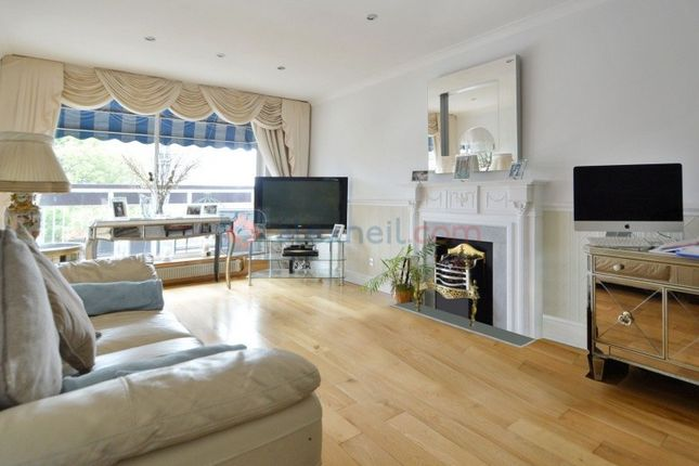 Thumbnail Flat for sale in Cable Street, London
