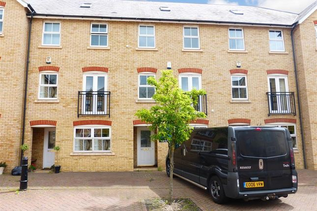 Thumbnail Town house to rent in Durand Lane, Flitch Green, Dunmow