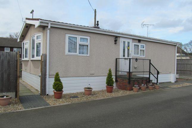 Thumbnail Mobile/park home for sale in Hill Corner Farm, Sandy Lane (Ref 5525), Cove, Farnborough, Hampshire