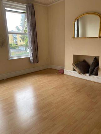 A Spacious One Bedroom First Floor Flat In Palmers Green