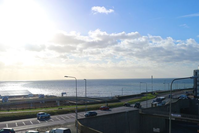 Thumbnail Flat for sale in Marine Gate, Marine Drive, Brighton