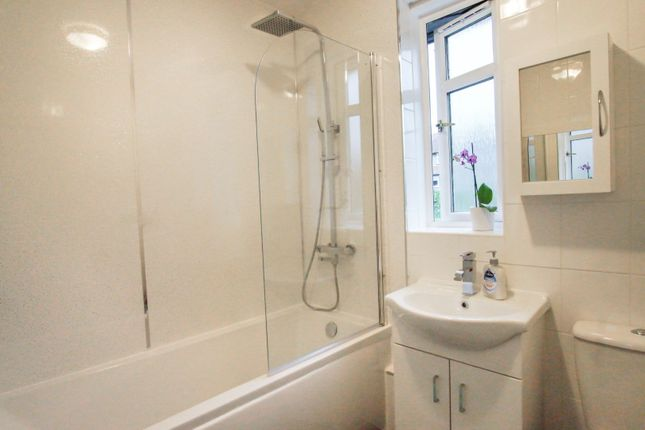 Bathroom of Helmsdale Avenue, Dundee DD3