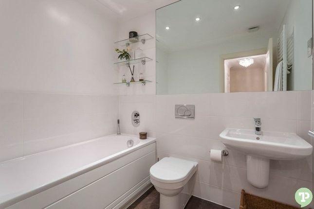 Family Bathroom of Pixey Close, Yarnton, Kidlington OX5