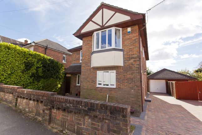 Houses for sale in queens road parkstone poole bh14 for 63 alexandra terrace harbourlink warehouse