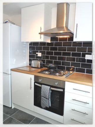 4 bed shared accommodation to rent in Limetree Avenue, Belle Vue DN4