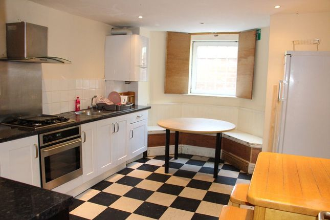 Thumbnail Property to rent in Dickenson Road, Manchester