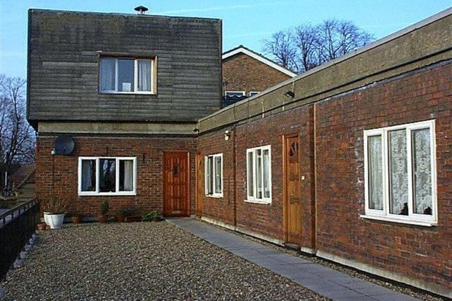 Thumbnail Flat to rent in Beacon Grove, Carshalton, Surrey