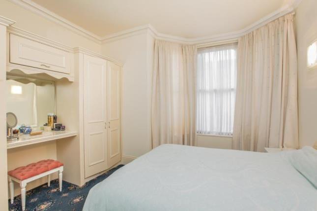 1 Bed Apt Bedroom