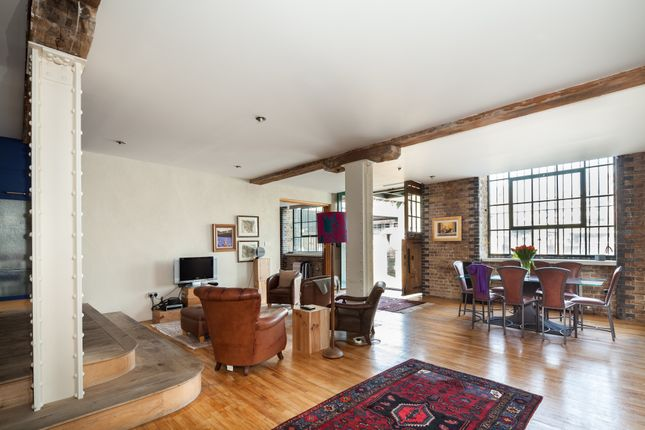 Thumbnail Flat to rent in Riverfront Apartment, Clink Wharf, Clink Street, London