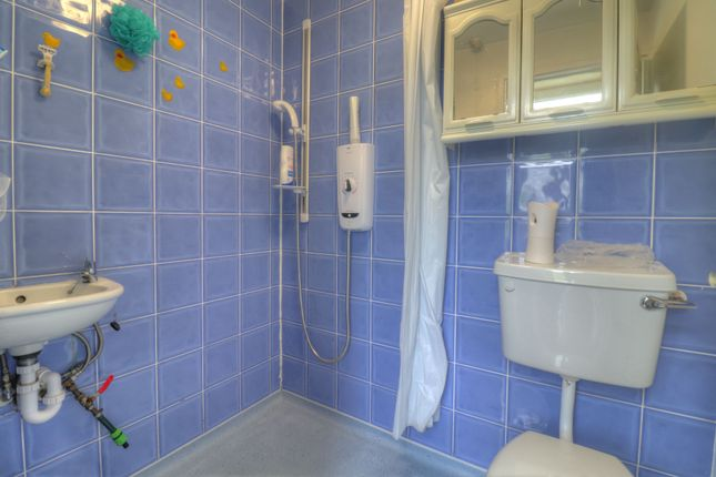 Wet Room of Bondman Close, Leicester LE4