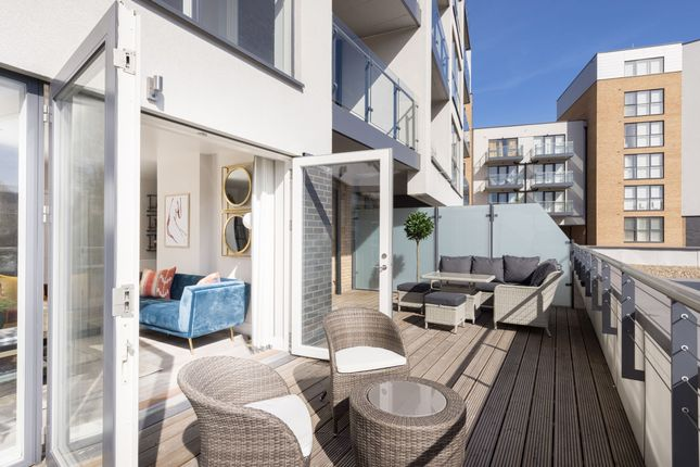 4 bed flat for sale in Station Road, New Southgate N11