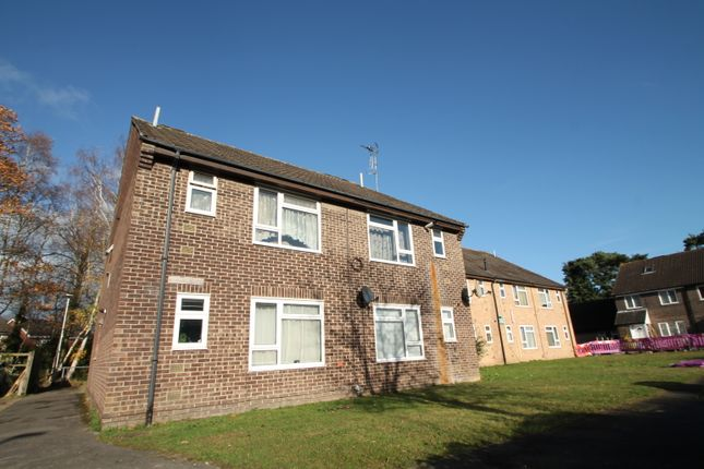Thumbnail Flat to rent in Ditchfield Lane, Finchampstead, Wokingham