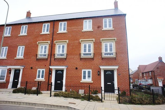Thumbnail Town house to rent in Whitelands Way, Bicester
