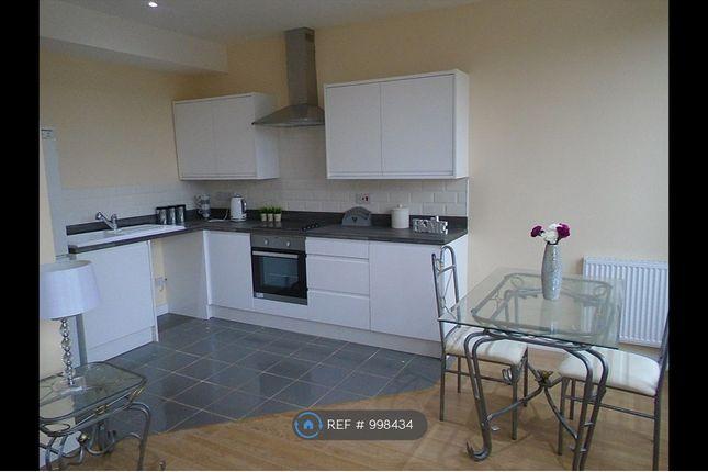 1 Large Bedroom Apartment Kitchen/Diner