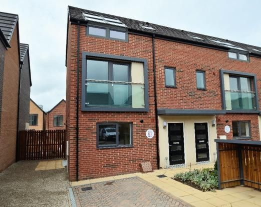 Thumbnail Town house to rent in Paddock View, Doncaster