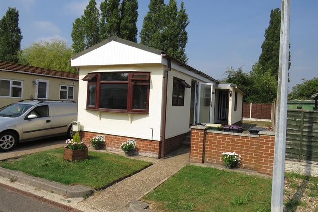 Thumbnail Mobile/park home for sale in Kingsmans Farm Road, Hullbridge, Hockley