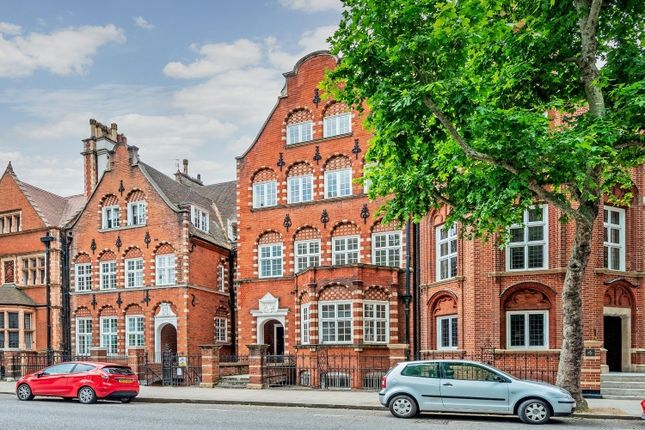 Thumbnail Flat to rent in Collingham Gardens, London
