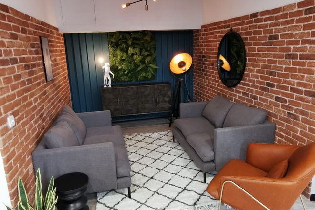 Thumbnail Room to rent in Earl Close, Henry Street, Belfast