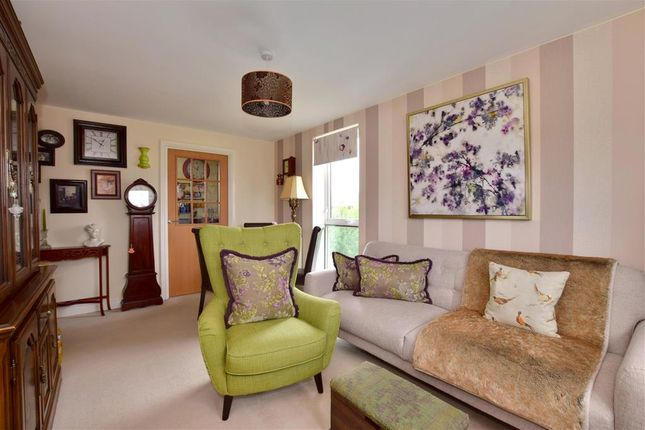 Thumbnail Flat for sale in Drummond Grove, Ashford, Kent