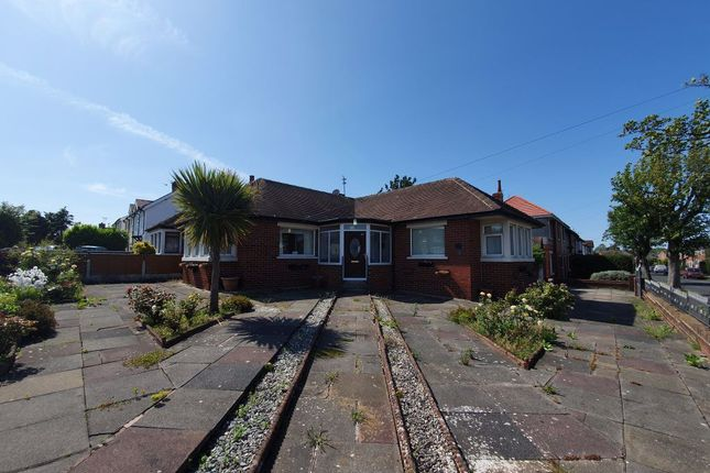 Thumbnail Bungalow to rent in Newton Drive East, Blackpool, Lancashire