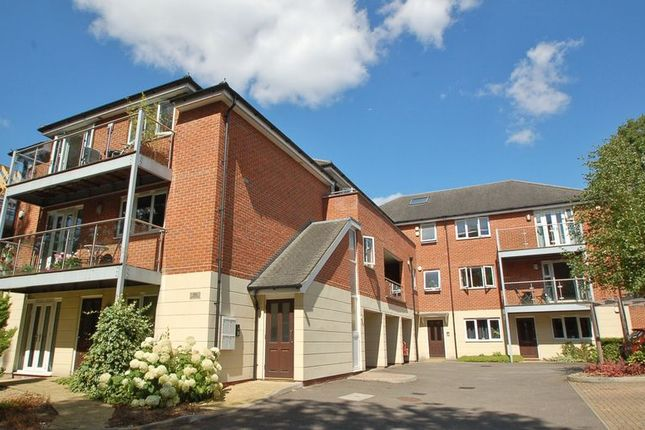 Thumbnail Flat To Rent In London Road High Wycombe