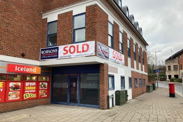 Retail premises to let in High Street, Rickmansworth