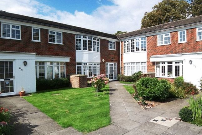2 bed flat to rent in Hayes Lane, Kenley CR8