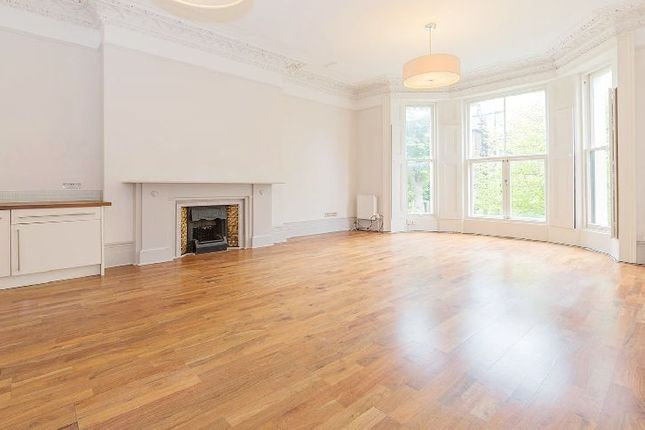 2 bed flat to rent in Holland Road, London