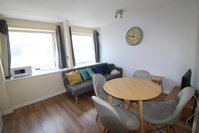 Thumbnail Flat to rent in Newport Court, London
