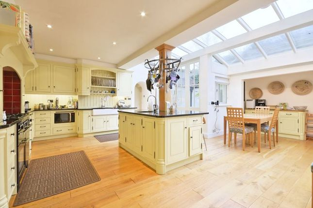 Thumbnail Detached house to rent in Linnell Drive, Hampstead Garden Suburb