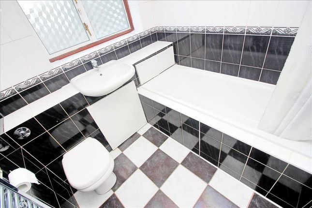 Bathroom of Tennyson Avenue, Kingsbury, London NW9