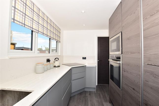 Thumbnail Mobile/park home for sale in Marine Parade, Sheerness, Kent