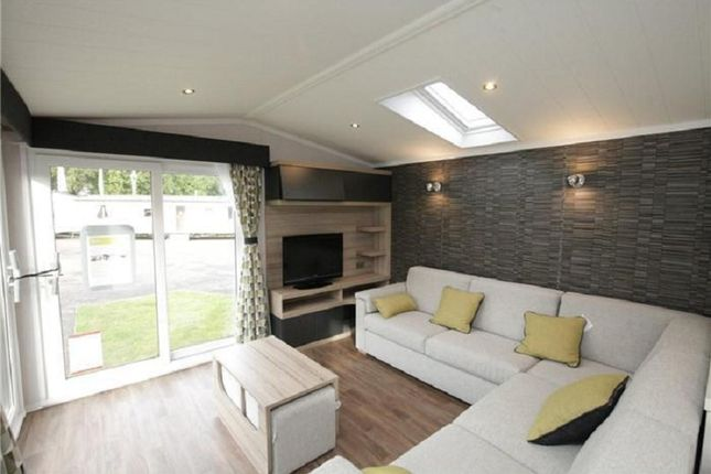 3 Bed Mobile Park Home For Sale In Allhallows Rochester Kent