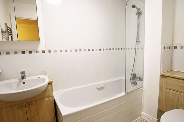 Bathroom of Alastair Soutar Crescent, Invergowrie, Dundee DD2
