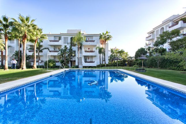 3 bed apartment for sale in Selwo Hills, Estepona, Malaga, Spain