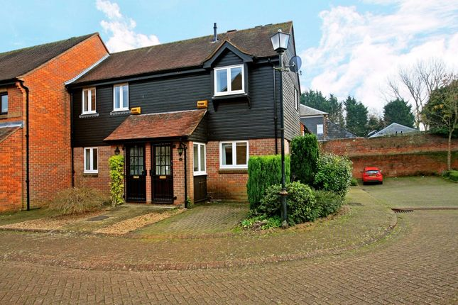 Thumbnail Flat to rent in Thornhill Close, Amersham