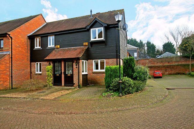 Thumbnail Flat to rent in Thornhill Close, Amersham, Buckinghamshire