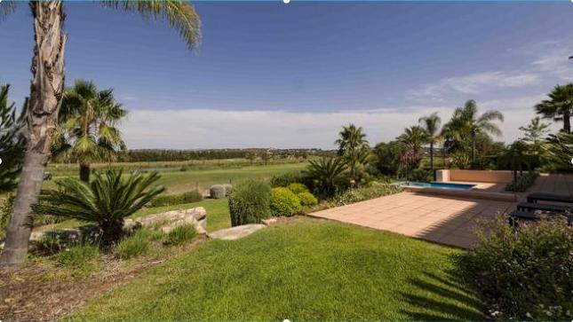 4 bed villa for sale in Alcantarilha, Algarve, Portugal