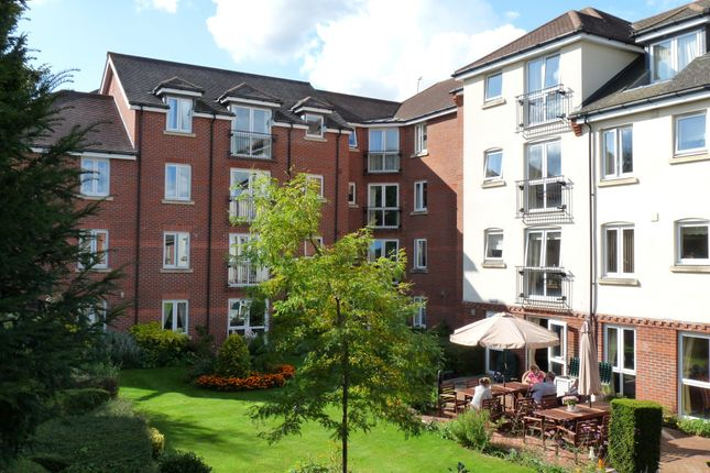 2 bed property to rent in High Street, Edenbridge TN8