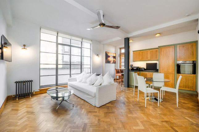 2 bed flat to rent in Rathbone Street, Fitzrovia, London W1T
