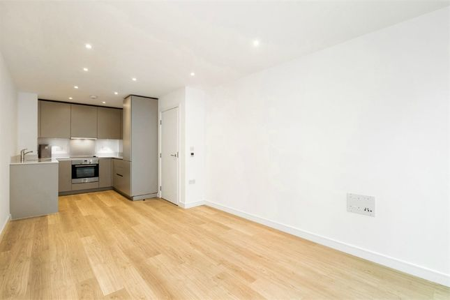 Thumbnail Flat for sale in 11 Saffron Central Square, Croydon, Surrey