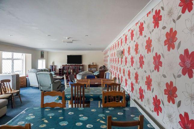Communal Lounge of 5-6 Lennard Road, Folkestone CT20