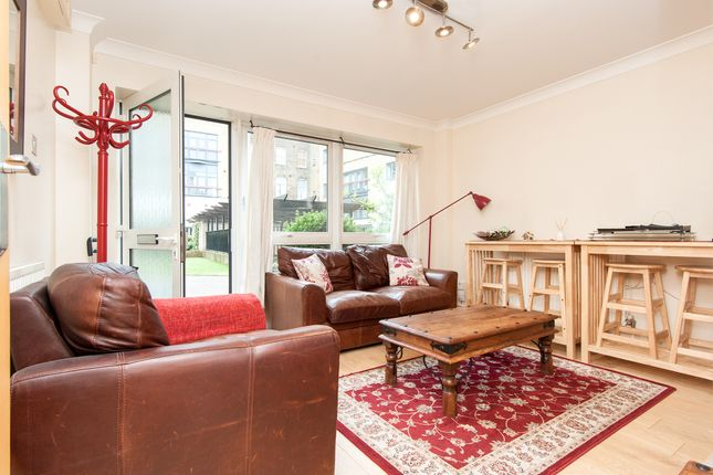 2 bed flat to rent in St John Street, Clerkenwell