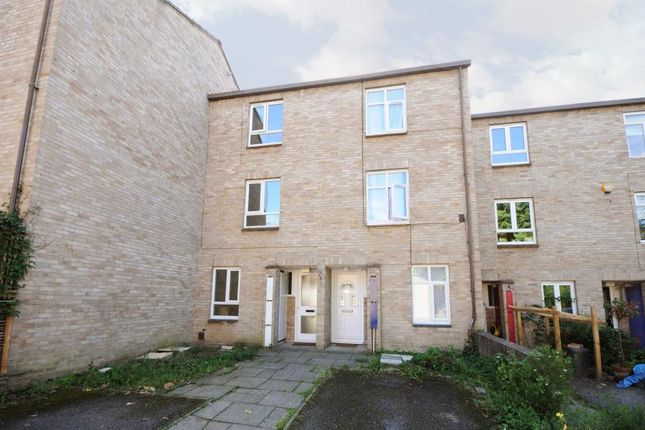 Thumbnail Property to rent in Buckingham Close, London