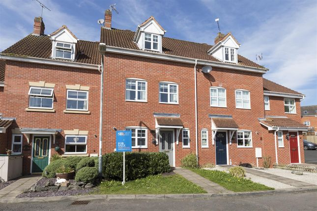 Thumbnail Town house for sale in Torres Close, Chase Meadow, Warwick